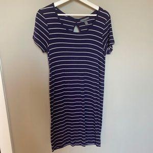 Medium A Pea in the Pod T-Shirt Maternity Dress